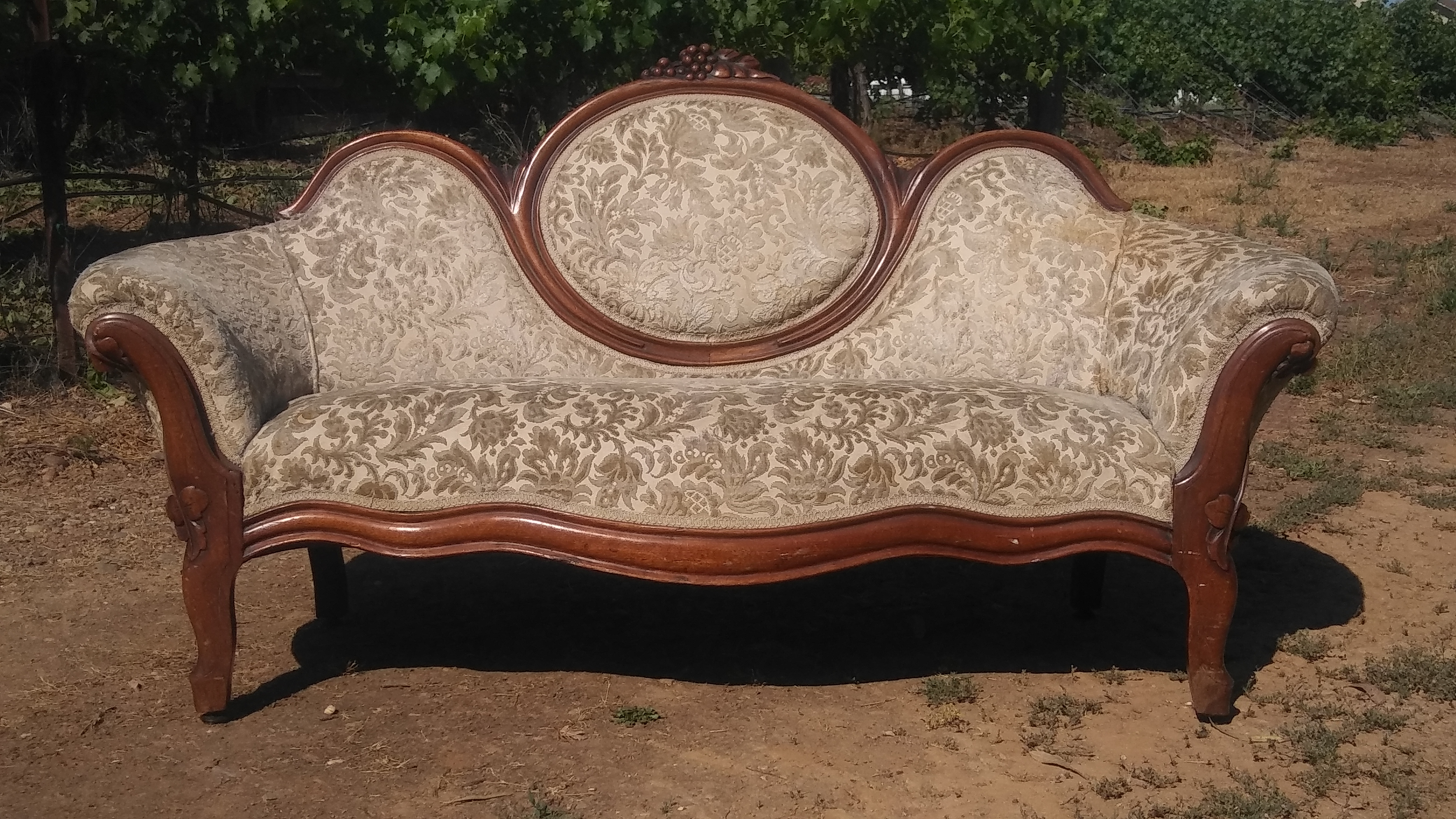Sweetheart Sofa wedding rentals by Brave Horse Winery